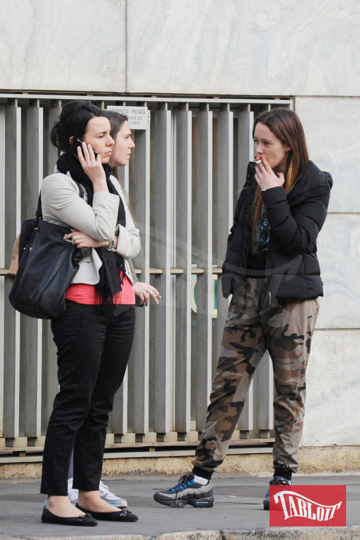 Foto del 2012: Aurora Ramazzotti paparazzata mentre fuma una sigaretta