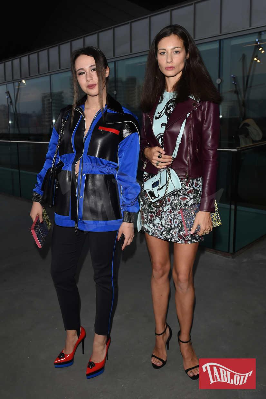 Aurora Ramazzotti e Marica Pellegrinelli al Versace Fashion Show dello scorso febbraio in occasione della settimana della moda di Milano