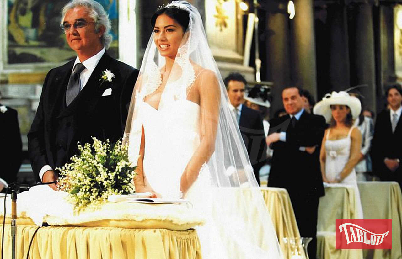 Flavio ed Elisabetta si sono sposati il 14 giugno 2008 nella chiesa di Santo Spirito in Sassia, a due passi dal Vaticano. Lei ha indossato un abito bianco a sirena firmato Cavalli, con applicazioni di pizzo Chantilly. Lui un tight foderato di rosso e ai piedi le famose babbucce con le iniziali degli sposi ricamate