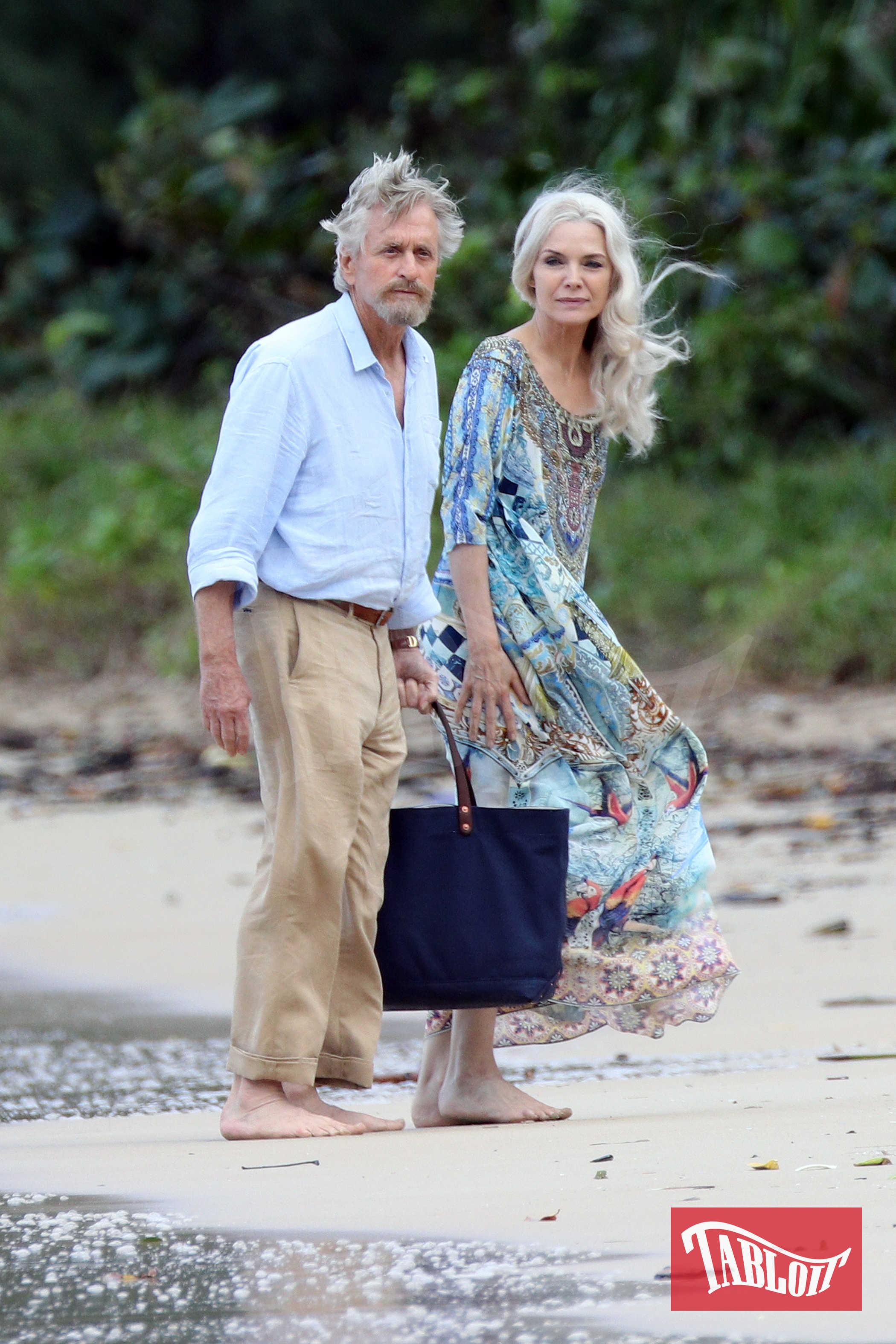 """Nel film Michael Douglas interpreta lo scienziato Hank Pym mentre Michelle Pfeiffer veste i panni della moglie Janet. Nel primo film di """"Ant-Man"""" Hank rivela alla figlia Hope che la madre, nota come Wasp, si restrinse fino al limite per disinnescare un missile sovietico e scomparve poi in un regno quantico subatomico"""