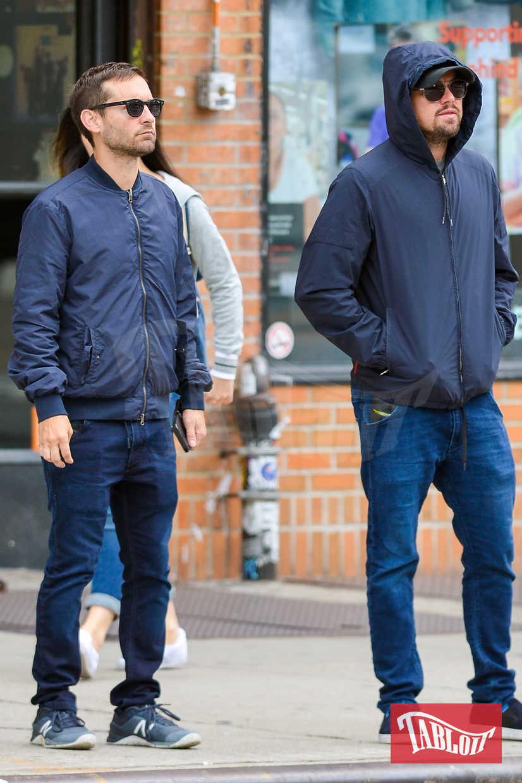 Leonardo DiCaprio insieme al migliore amico Tobey Maguire durante una passeggiata a New York