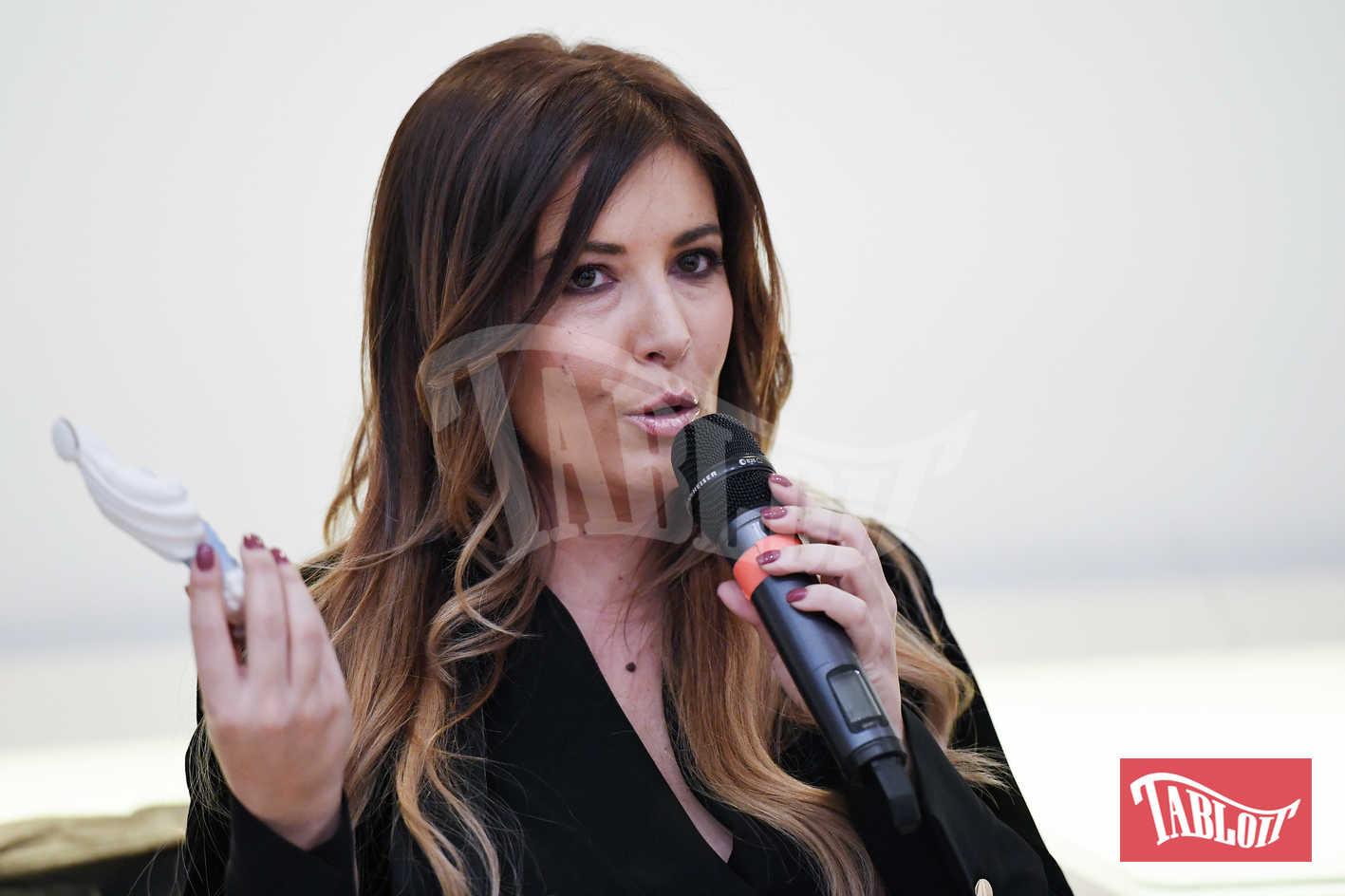 Selvaggia Lucarelli al microfono