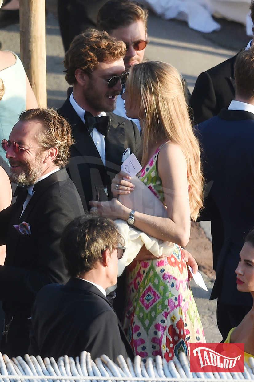 Pierre e Beatrice in un momento romantico durante il matrimonio di Giovanna Battaglia e Oscar Engelbert, nel giugno del 2016