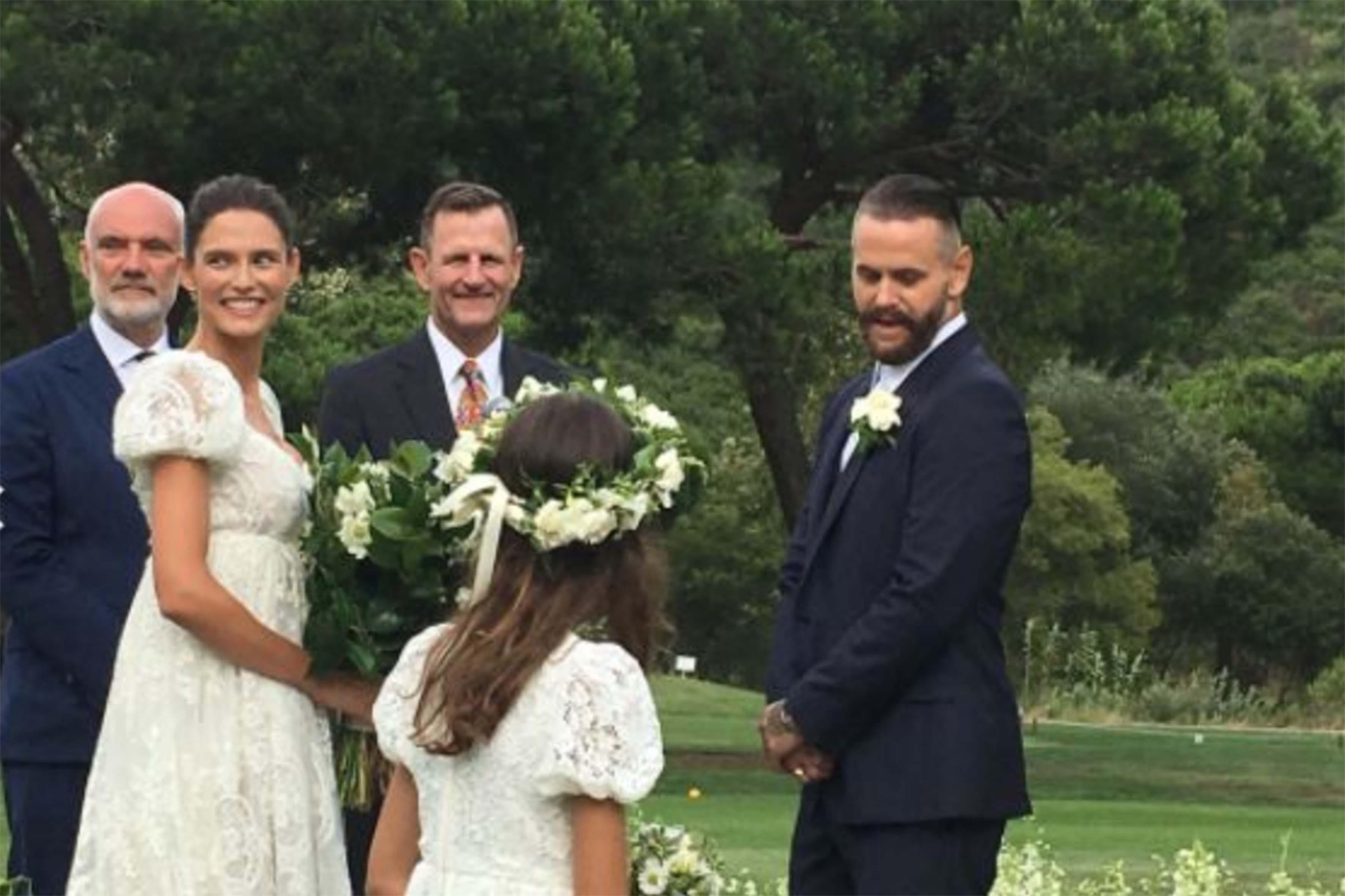 Bianca e Matthew si sono sposati il 1 agosto 2017 in un ranch in California. Entrambi in abito Dolce&Gabbana. Oggi però le romantiche immagini di quel giorno sono state cancellate dal profilo Instagram della modella