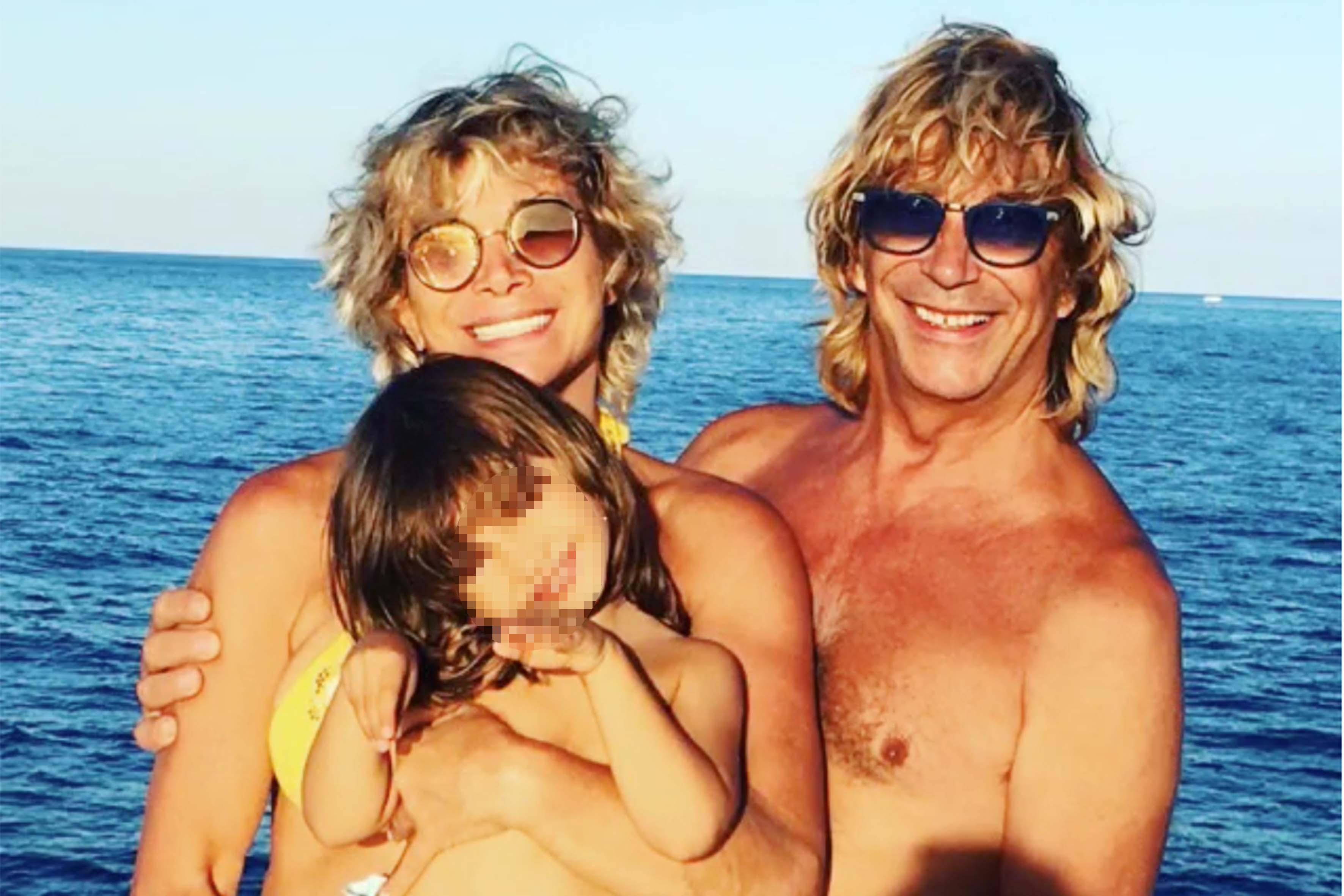 Carmen Russo, Enzo Paolo Turchi e la figlia Maria in uno scatto postato sul profilo Instagram della ballerina