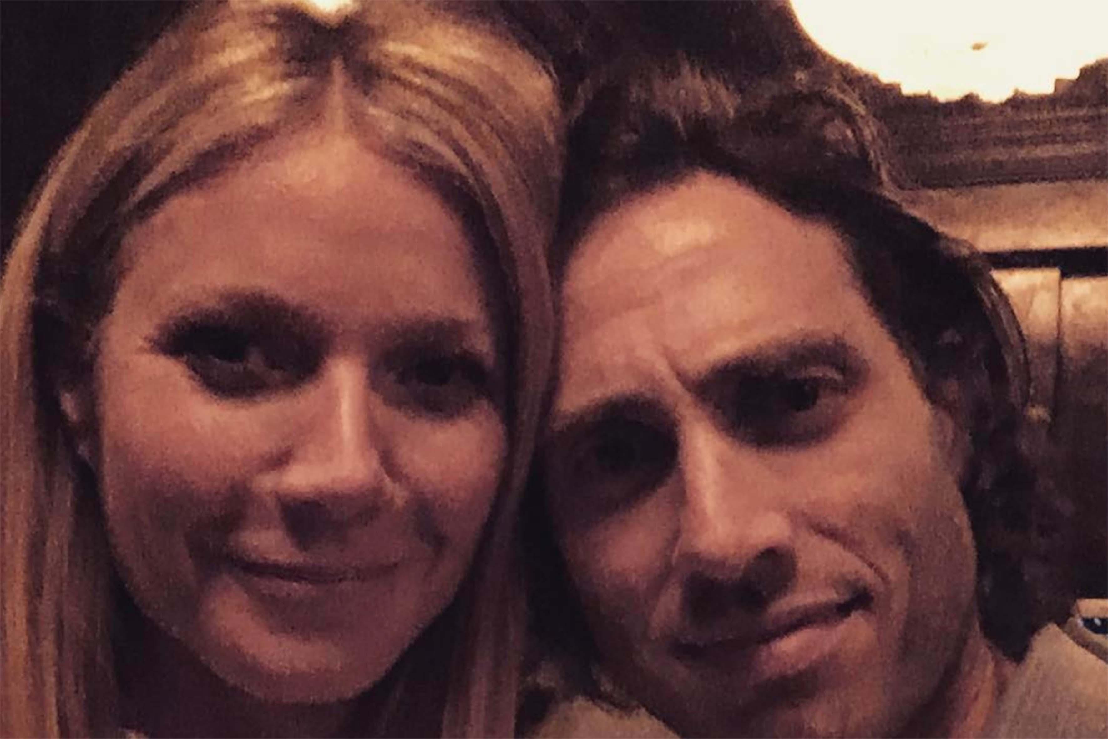 """Era il settembre del 2015 quando cominciarono a circolare in rete le prime indiscrezioni sulla relazione tra Gwyneth e Brad. I due si sono conosciuti sul set di """"Glee"""", di cui Falchuk è produttore e in cui l'attrice 45enne ha recitato in qualità di guest star"""