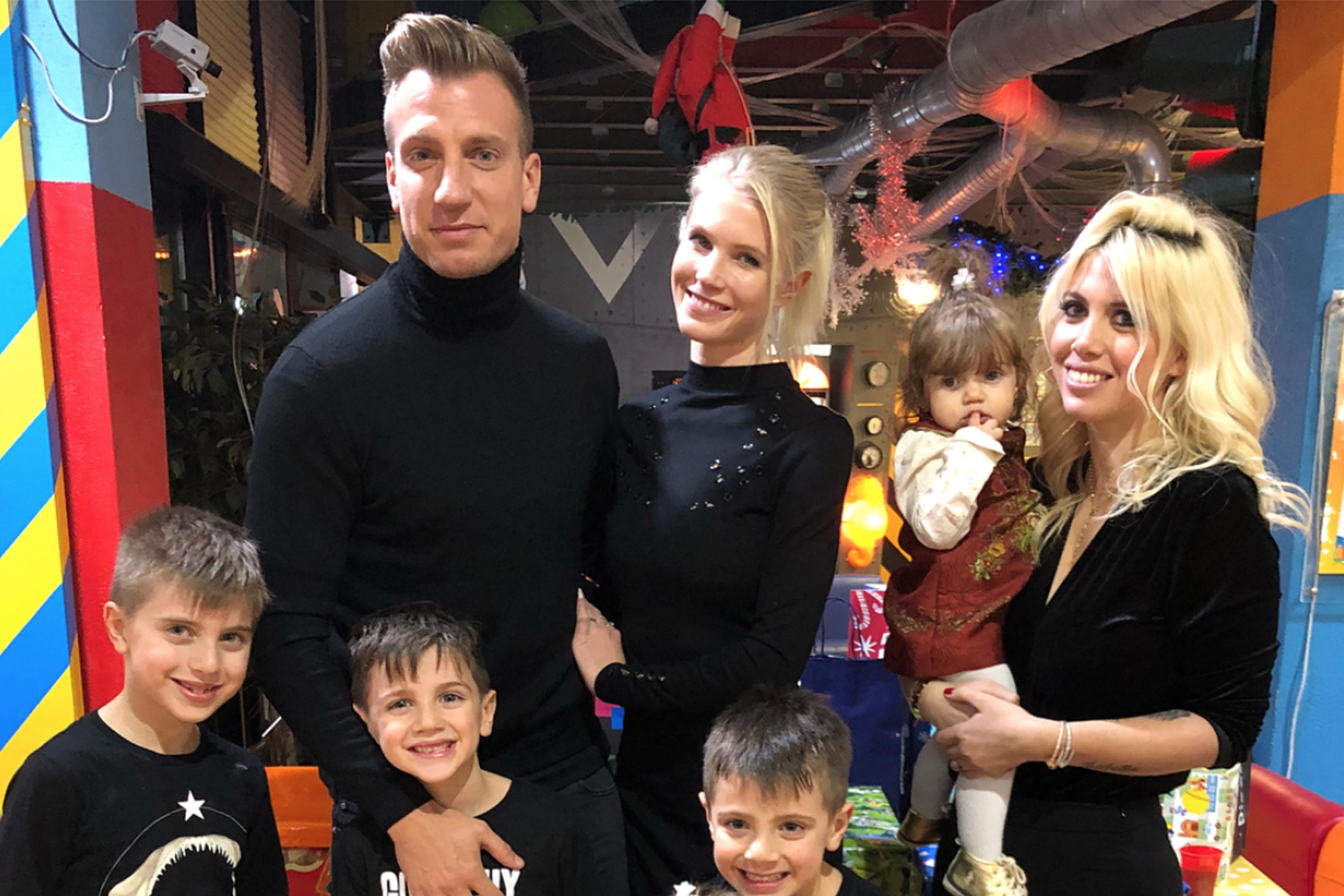 Maxi Lopez con la fidanzata e la ex moglie al compleanno del figlio Constantino