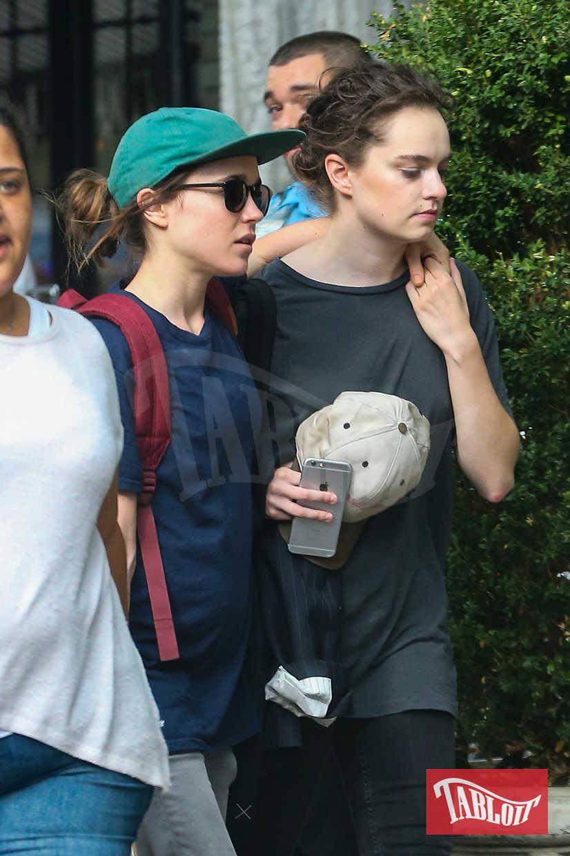 Ellen Page e Emma Portner durante una passeggiata a New York lo scorso settembre