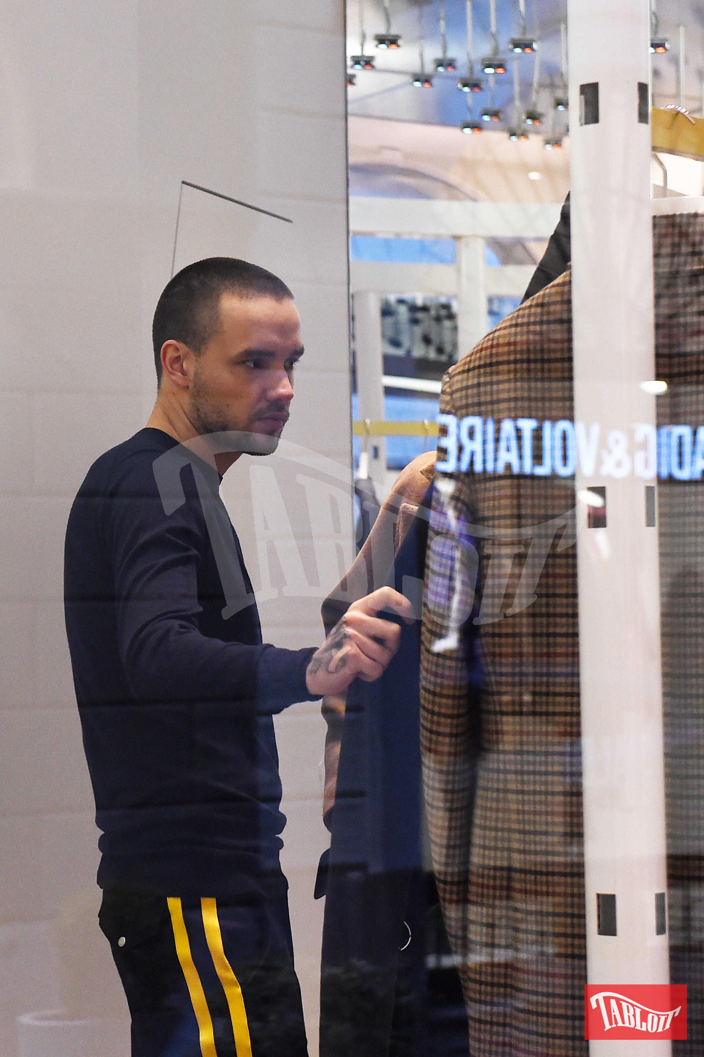 Liam Payne ha fatto acquisti da Balenciaga insieme ad alcuni collaboratori