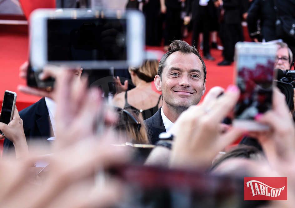 jude law festival cinema venezia fan