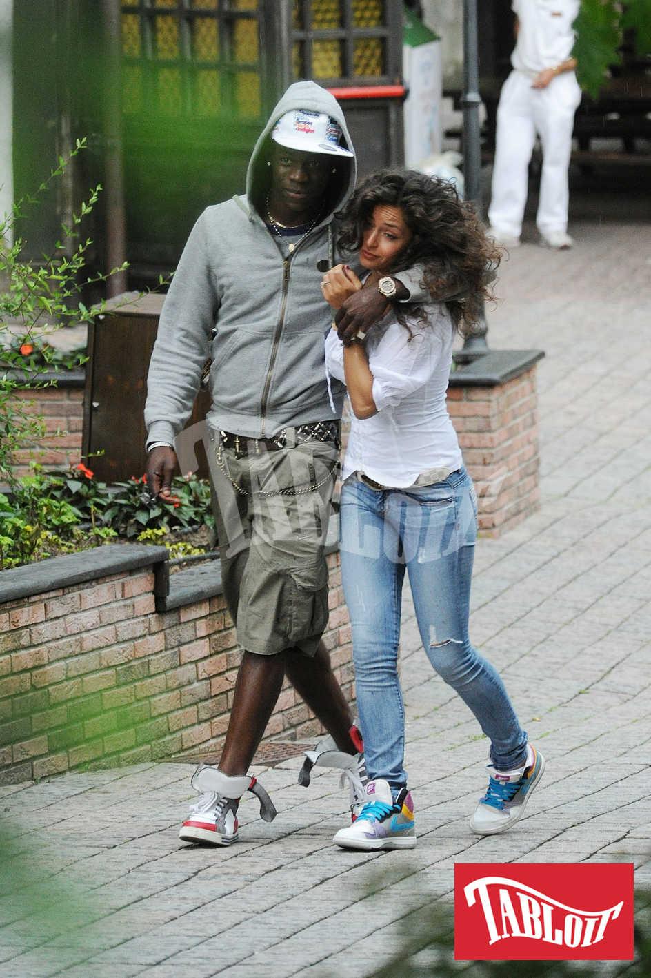 Mario Balotelli al parco divertimenti di Gardaland con la fidanzata Raffaella Fico ai tempi del loro amore