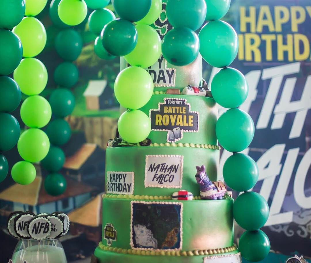 torta compleanno nathan falco briatore