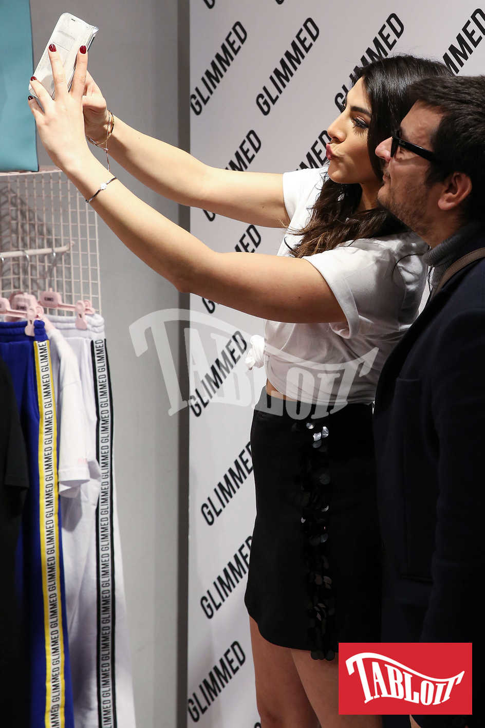 giulia salemi con i fan selfie