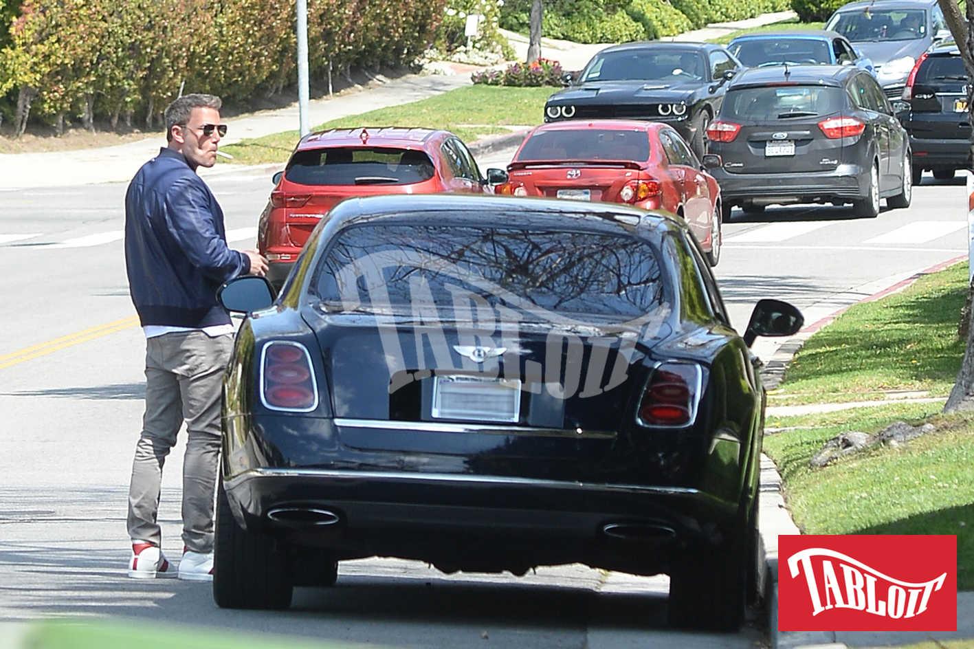 Ben Affleck mentre viene fermato dalla polizia