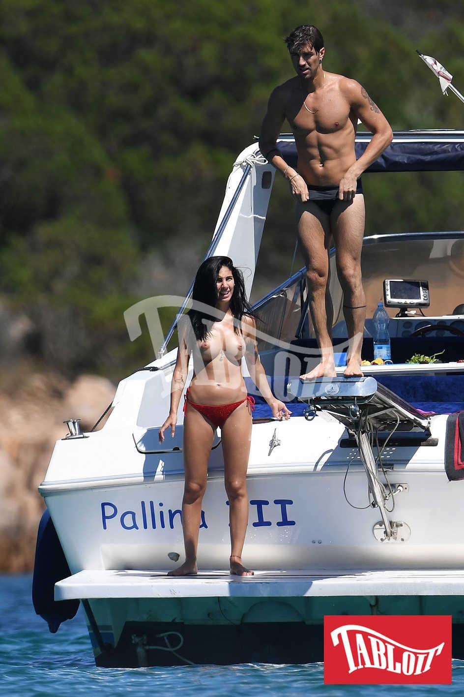 Giulia De Lellis seno nudo in Sardegna con Andrea Damante