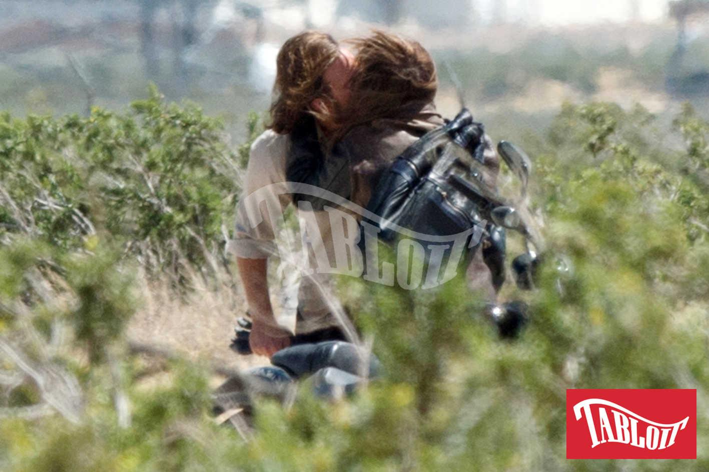 Lady Gaga e Bradley Cooper si baciano sul set del film 'A star is Born'