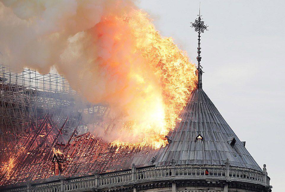 Notre-Dame ricostruzione