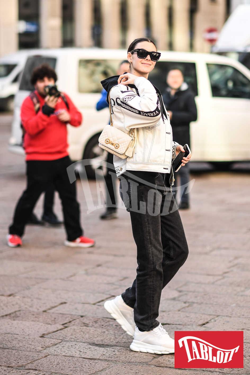 Vittoria Ceretti durante la settimana della moda di Milano