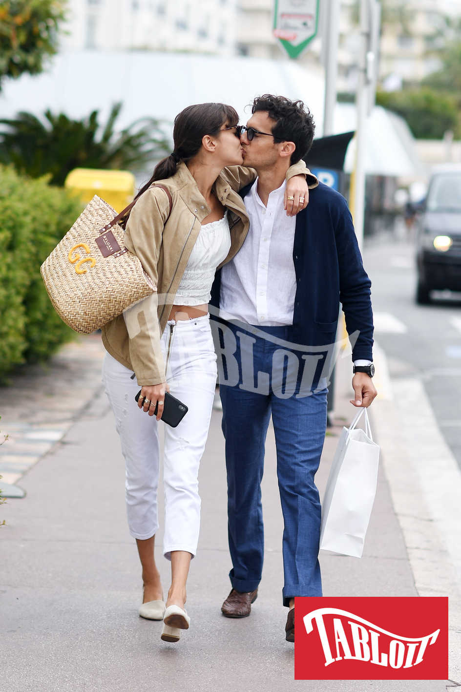 Riccardo Pozzoli e Gabrielle Caunesil bacio