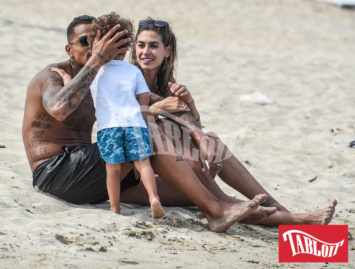 Melissa Satta e Kevin Prince Boateng in vacanza a Porto Cervo con Maddox