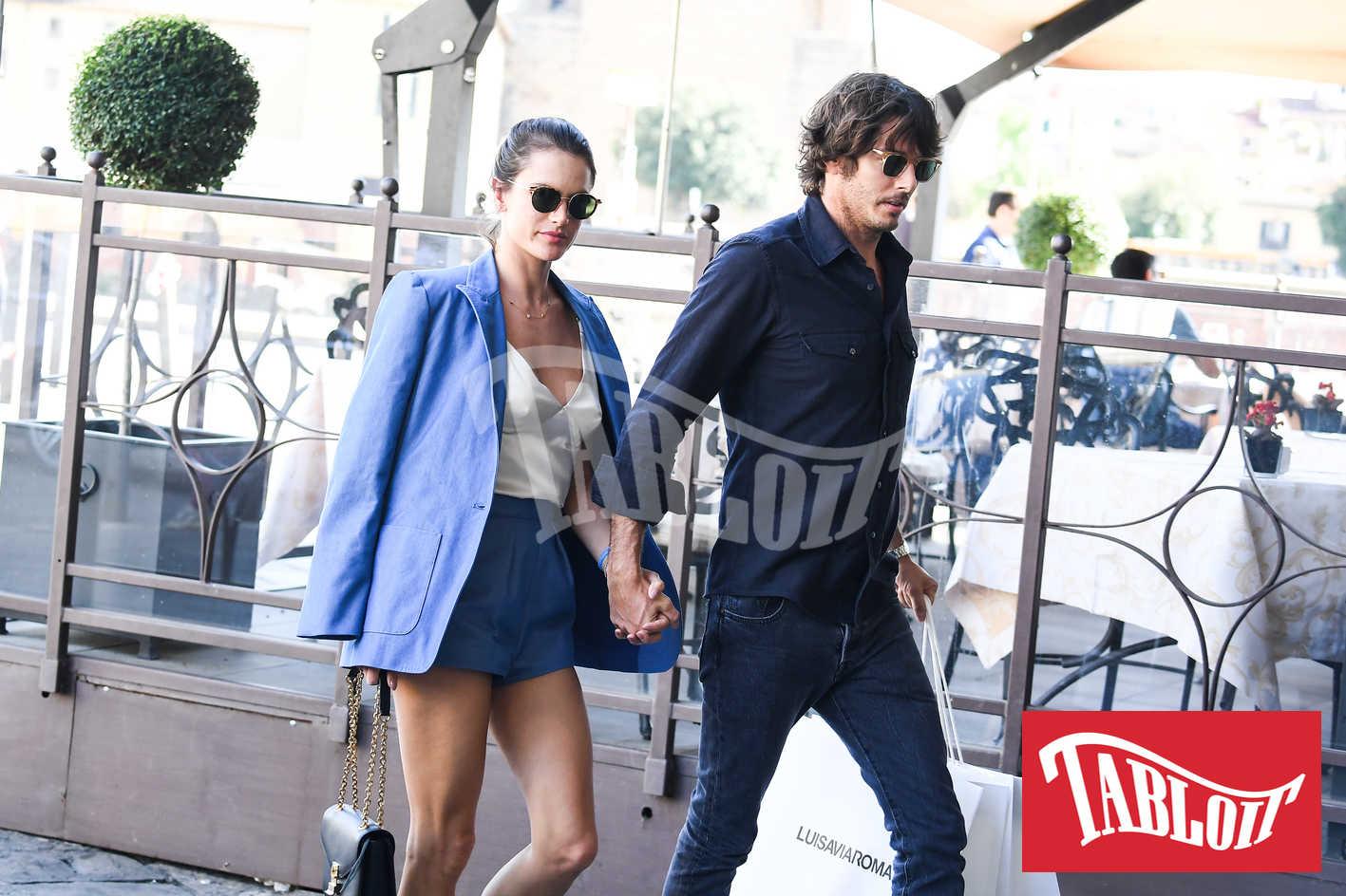 Alessandra Ambrosio con il fidanzato Nicolò Oddi
