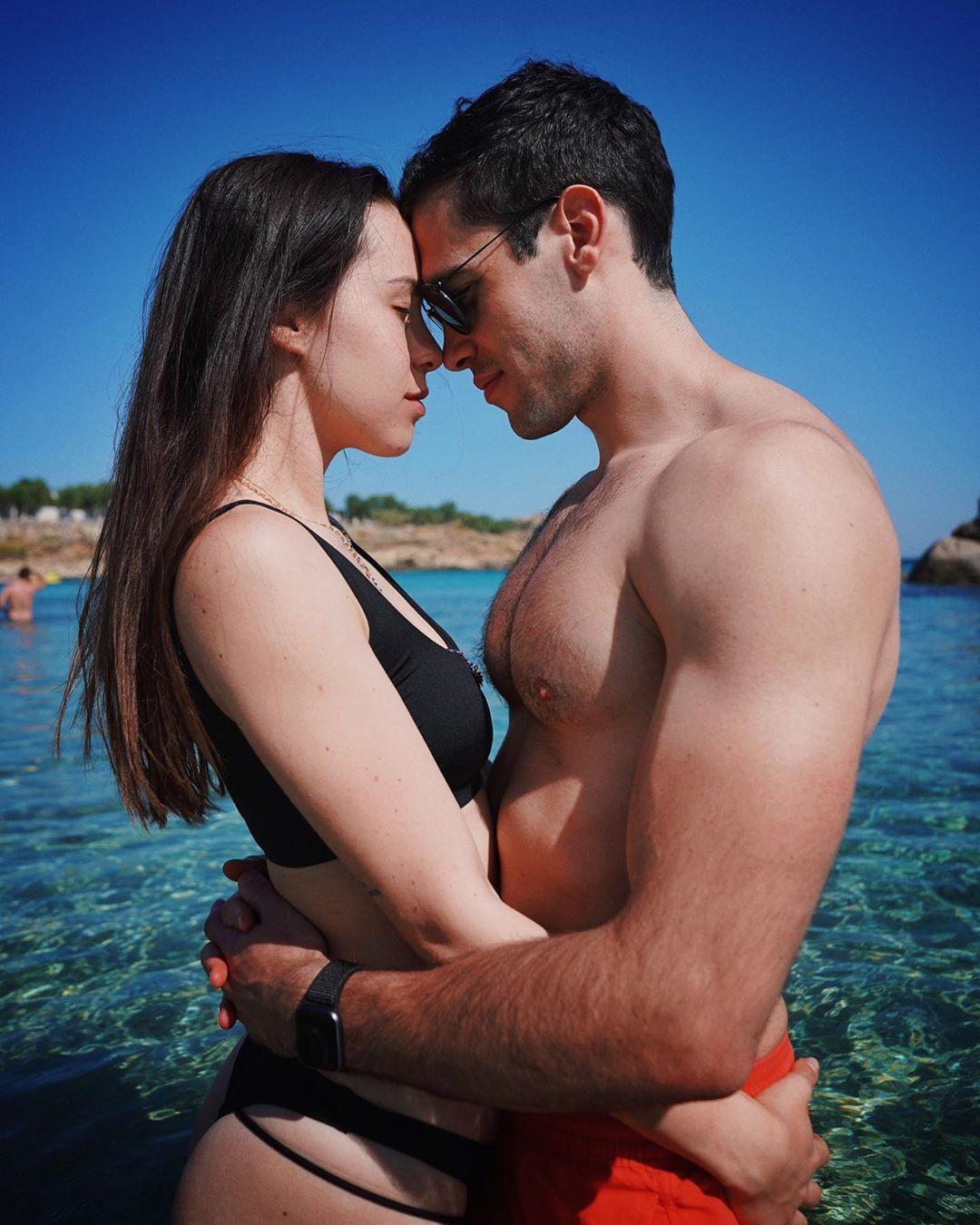 Aurora Ramazzotti con il fidanzato Goffredo Cerza a Mykonos