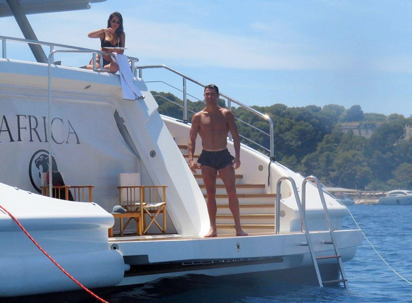 Cristiano e Georgina durante la vacanza sullo yacht