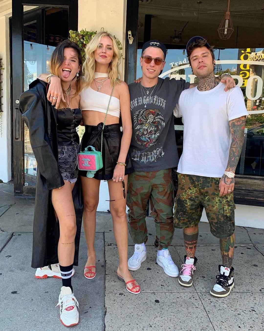 Chiara Ferragni, Bella Thorne, Benjamin Mascolo e Fedez posano insieme a Los Angeles