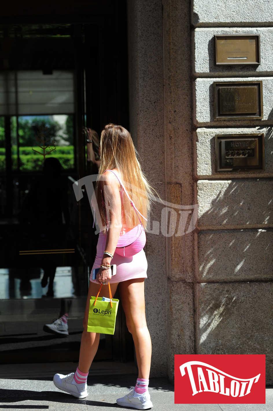 Dopo lo shopping Taylor è entrata all'hotel Four Season di Milano