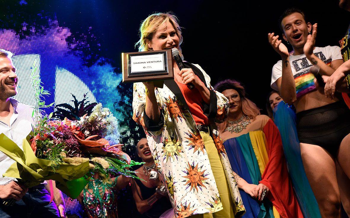 Simona Ventura al Padova Pride, premiata come persona LGBT dell'anno