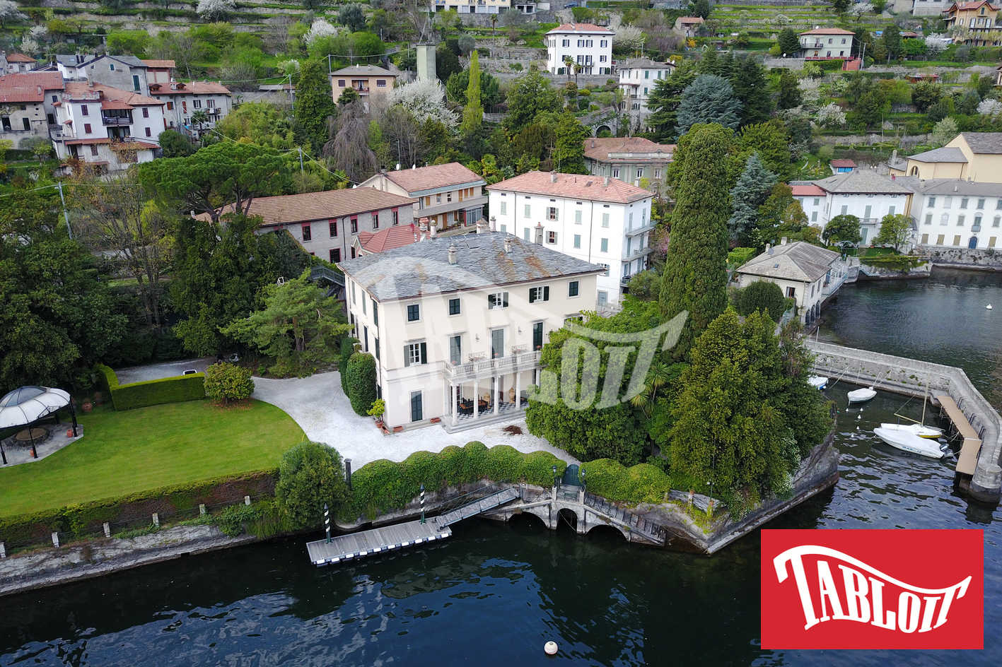 Villa Oleandra, veduta aerea della villa con il drone