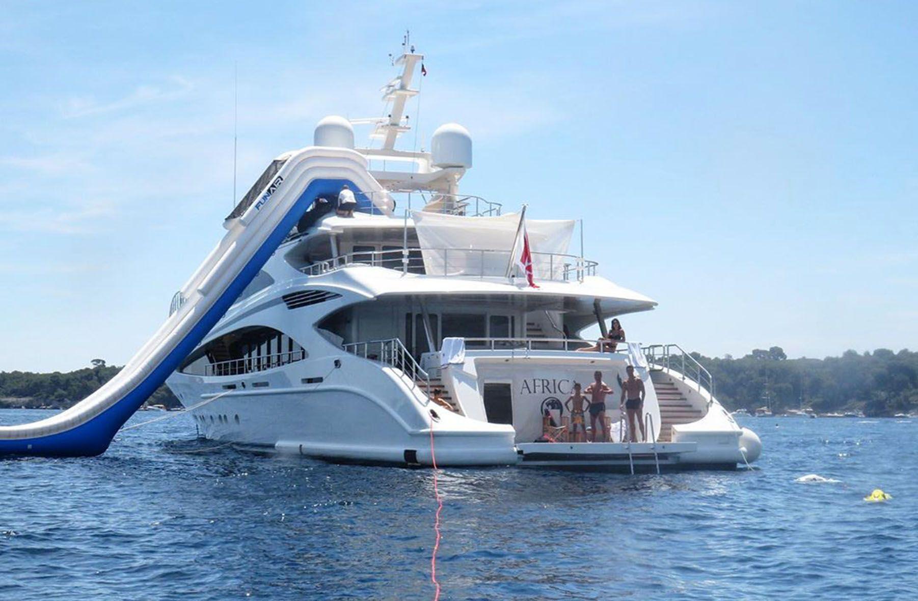 Cristiano Ronaldo e famiglia sullo yacht Africa