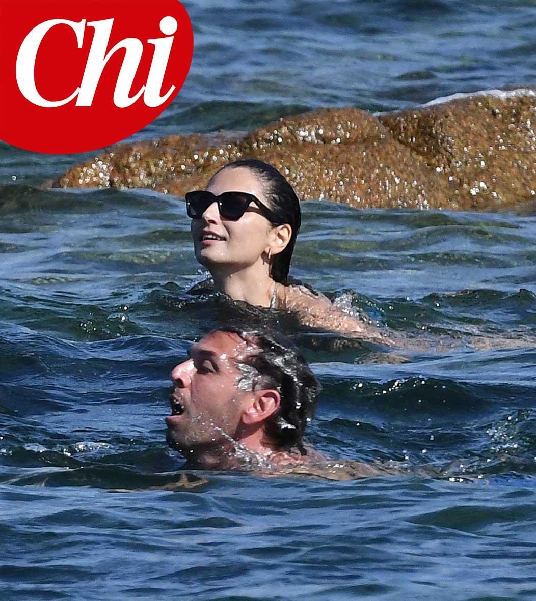 Anna Safroncik e Matteo Mammì in spiaggia