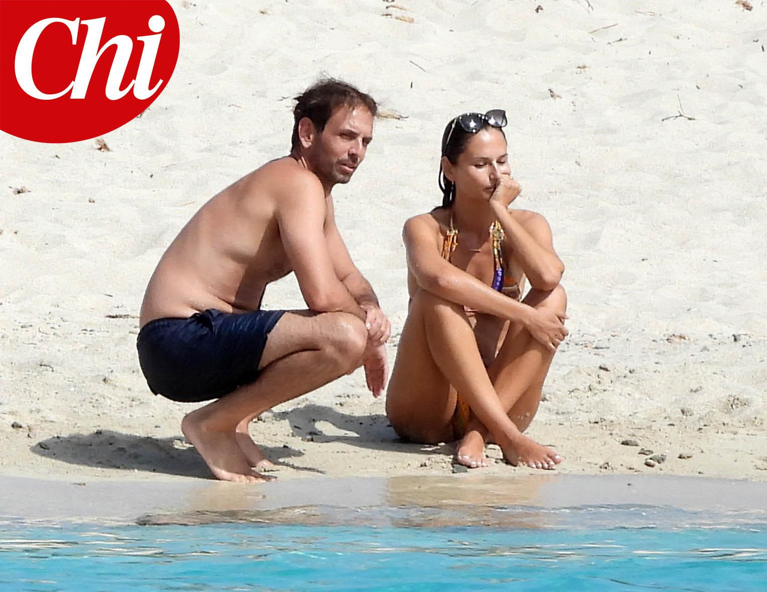 Anna Safroncik e Matteo Mammì in spiaggia sull'Isola di Mortorio