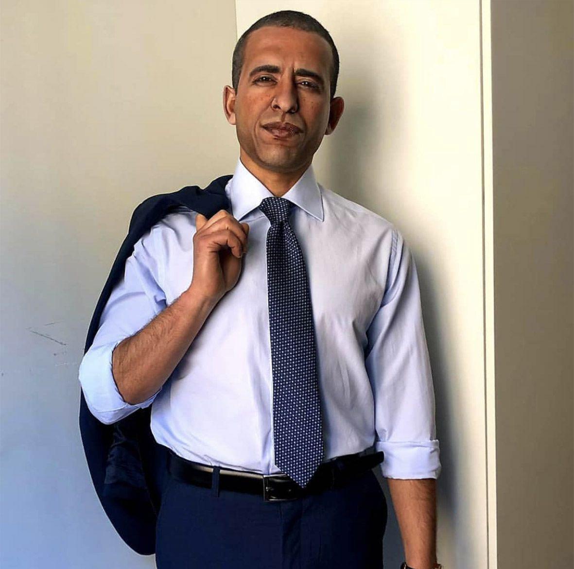 L'attore Balti Khaled nei panni dell'ex presidente degli Stati Uniti Barack Obama