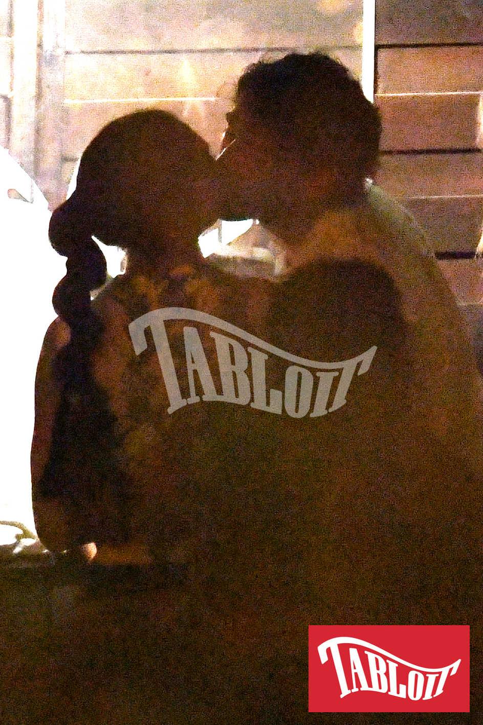 Cecilia Rodriguez e Ignazio Moser si baciano appassionatamente durante la serata