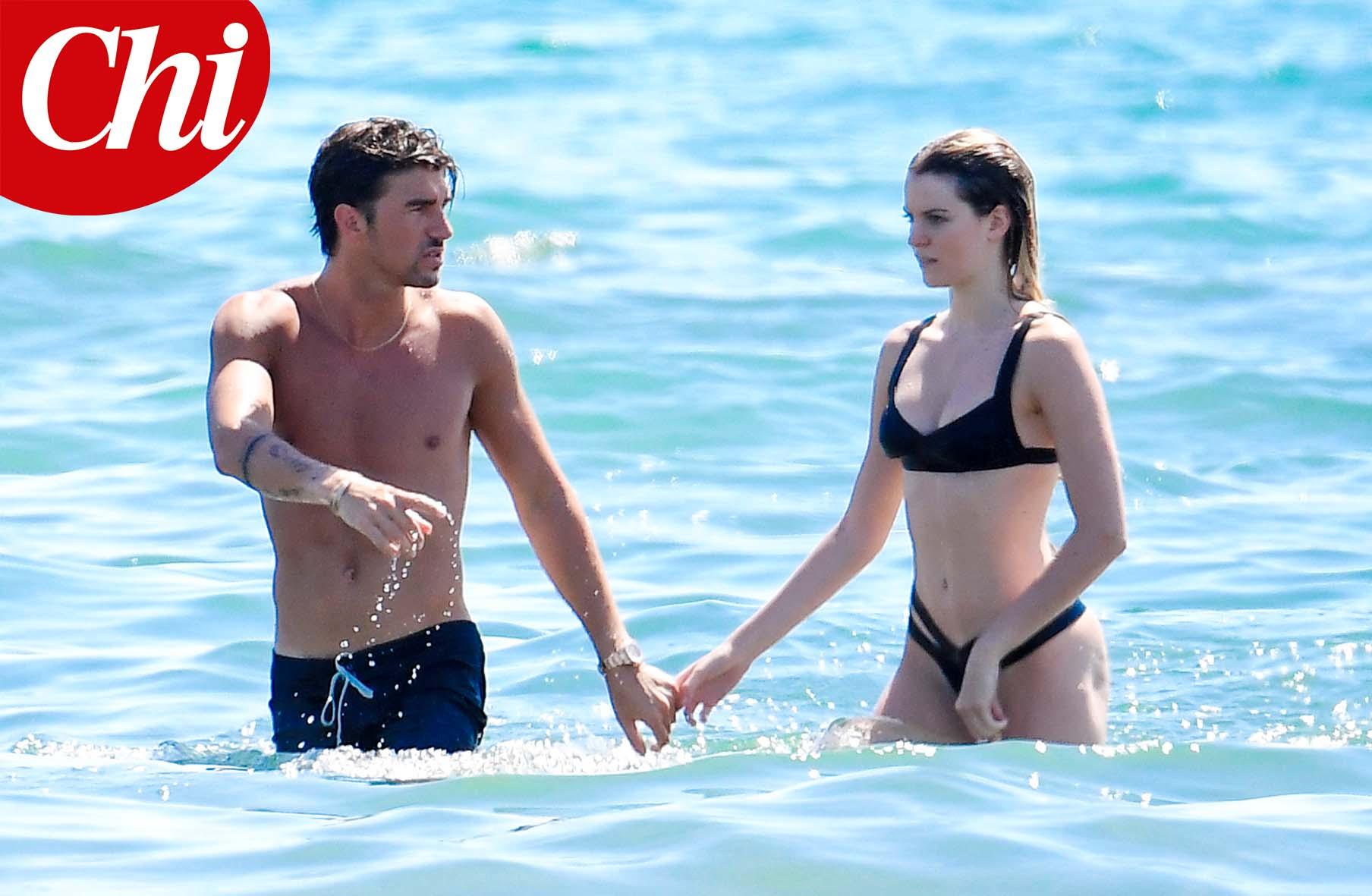 Andrea Damante e Sara Croce durante la vacanza a Forte dei Marmi