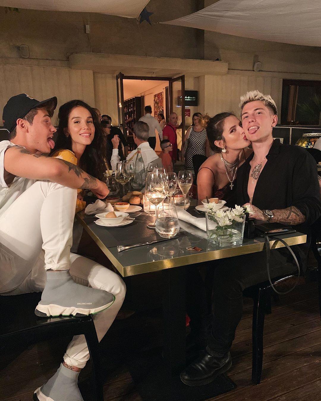 Paola Di Benedetto e Federico durante la recente vacanza con Benjamin Mascolo e Bella Thorne