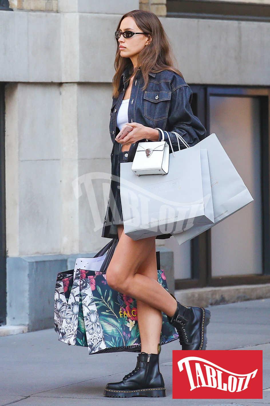 Irina Shayk a passeggio per le vie di New York