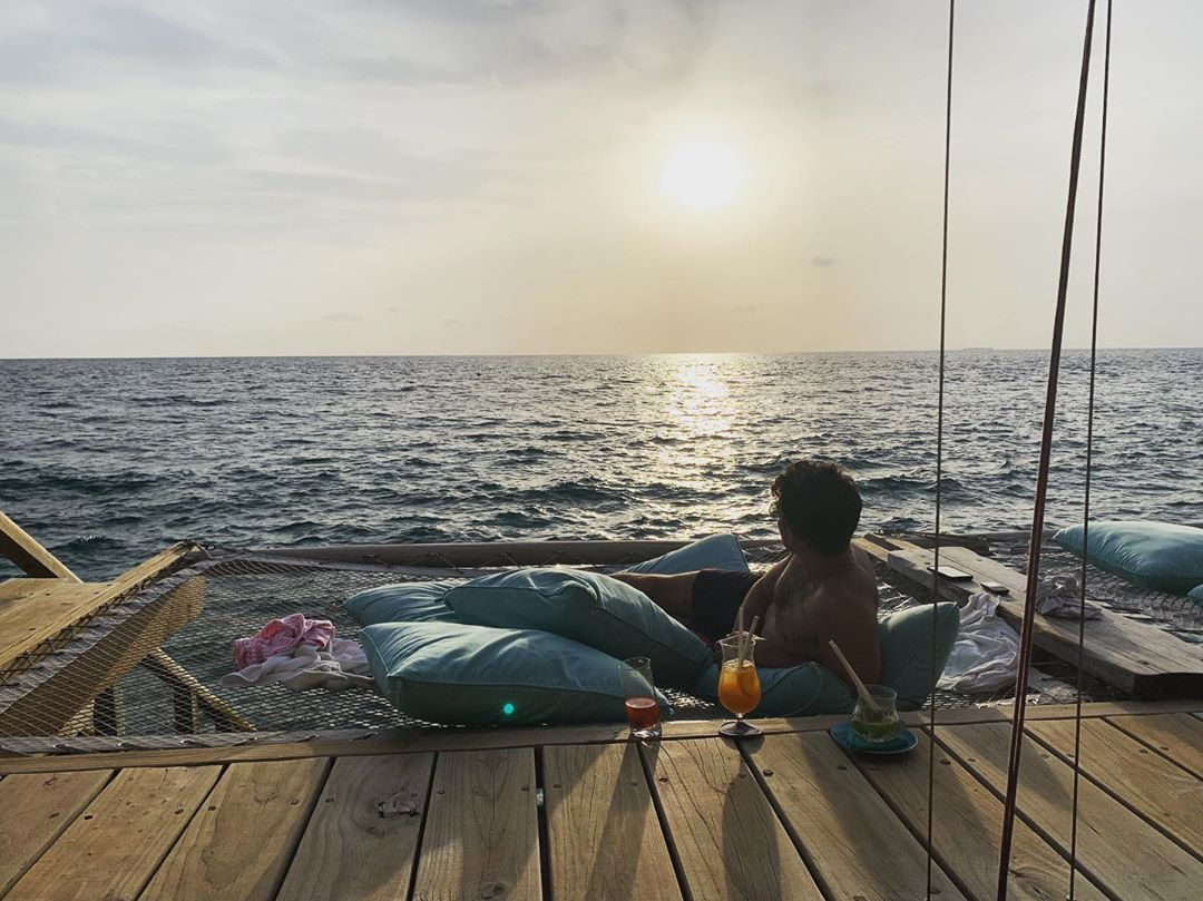 Joe Jonas, relax durante la luna di miele alle Maldive