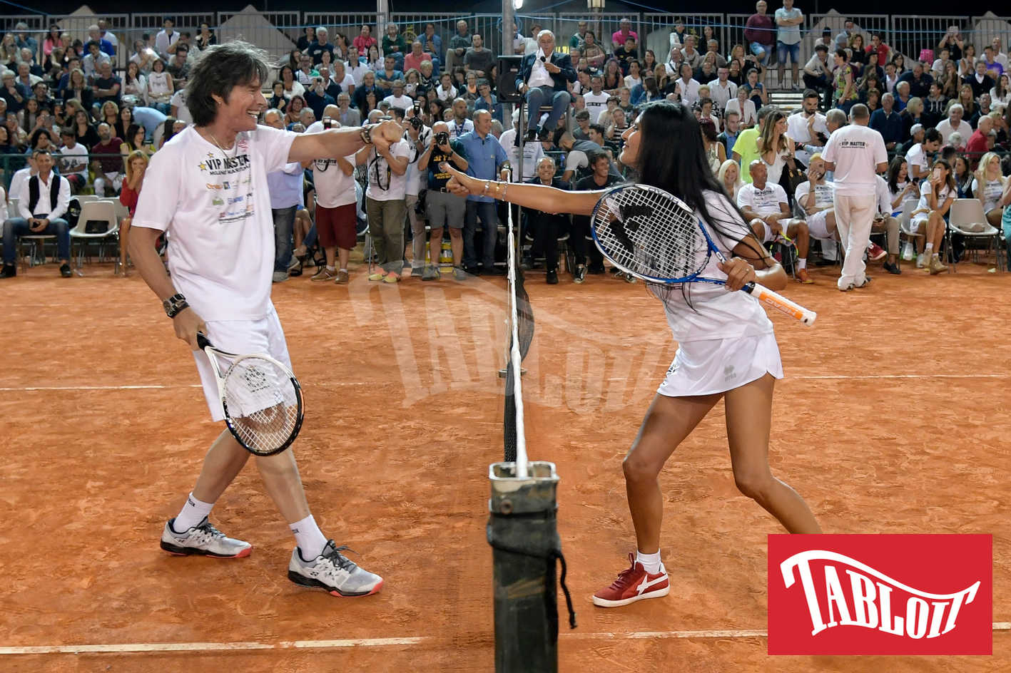 Pamela Prati e Ronn Moss durante la sfida di tennis