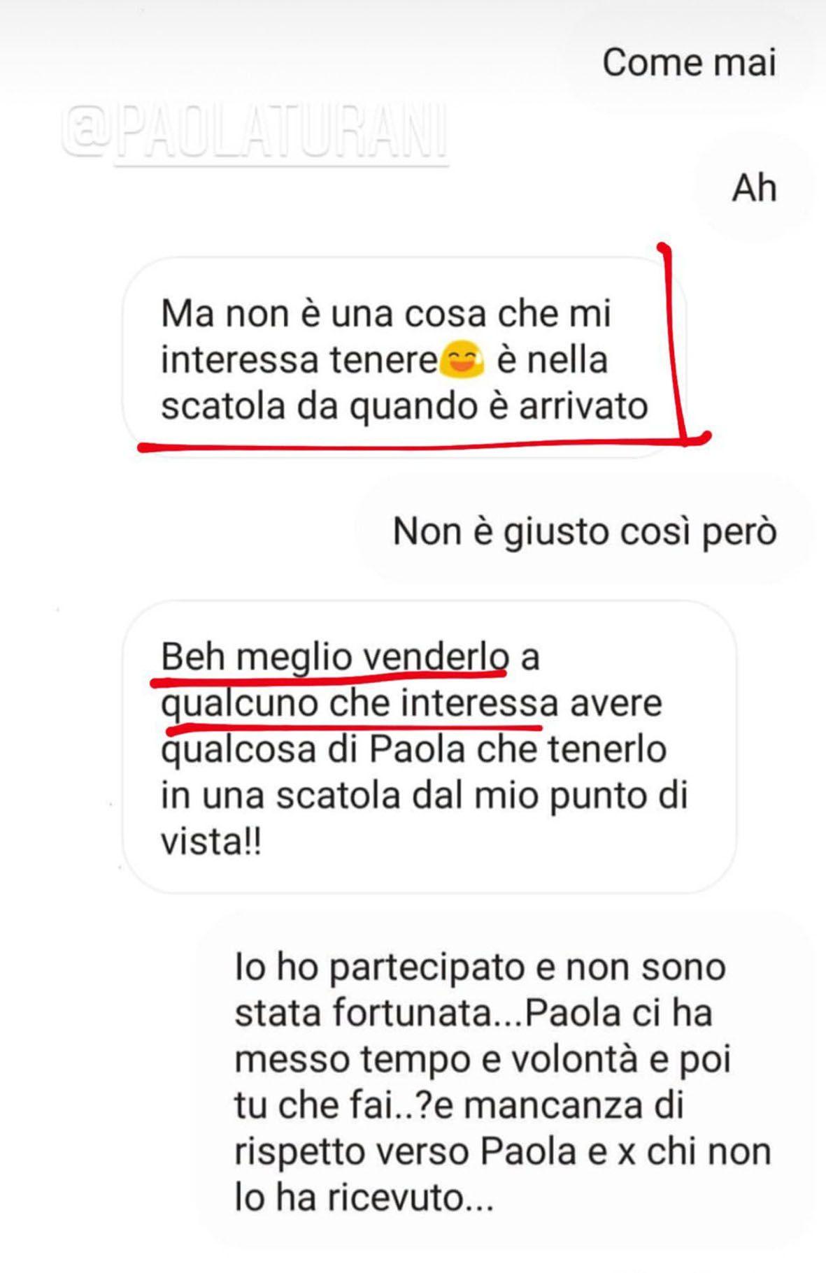 Alcuni screenshot dei messaggi scambiati tra alcune fan di Paola Turani e poi pubblicati dall'influencer