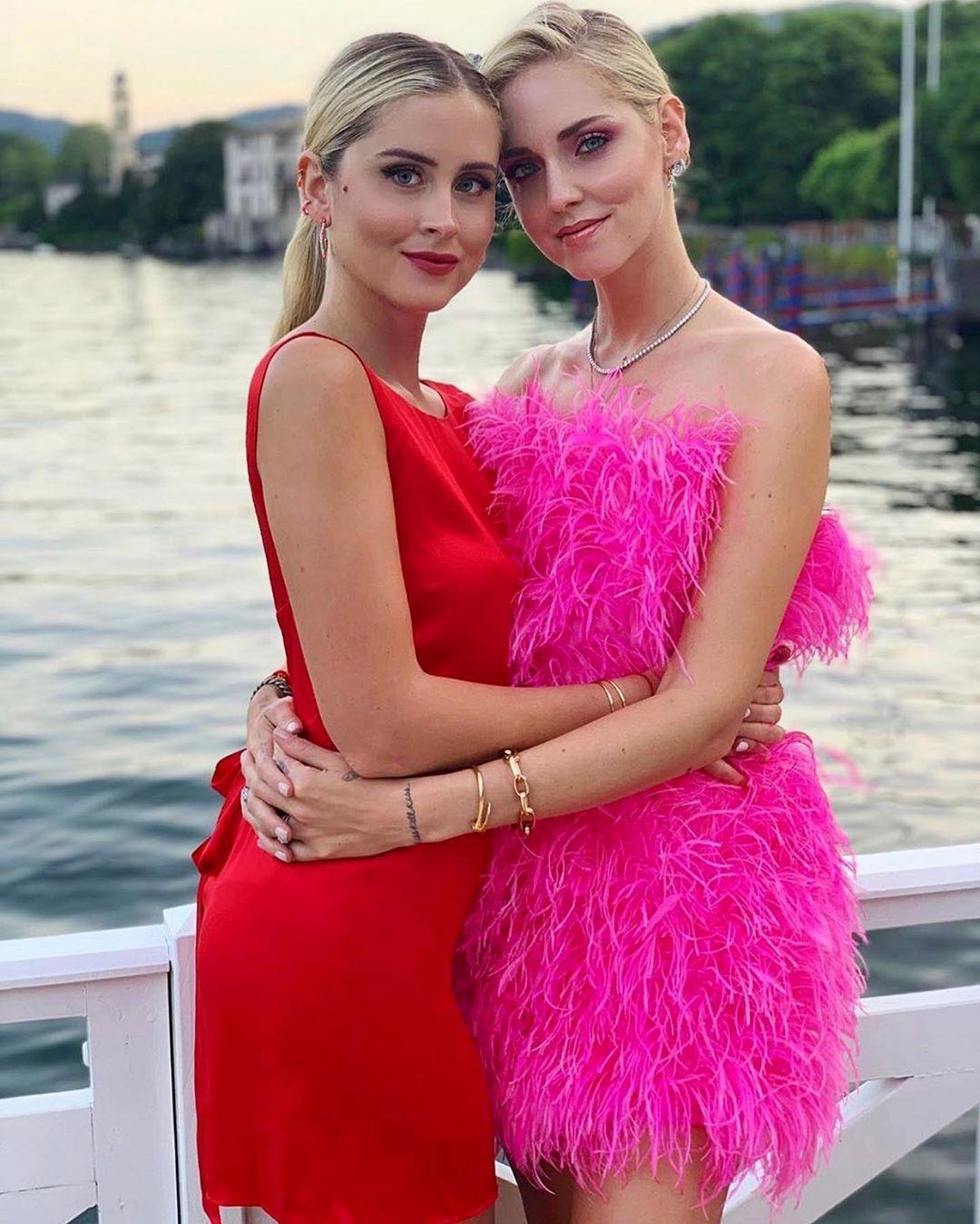 Valentina insieme alla sorella Chiara