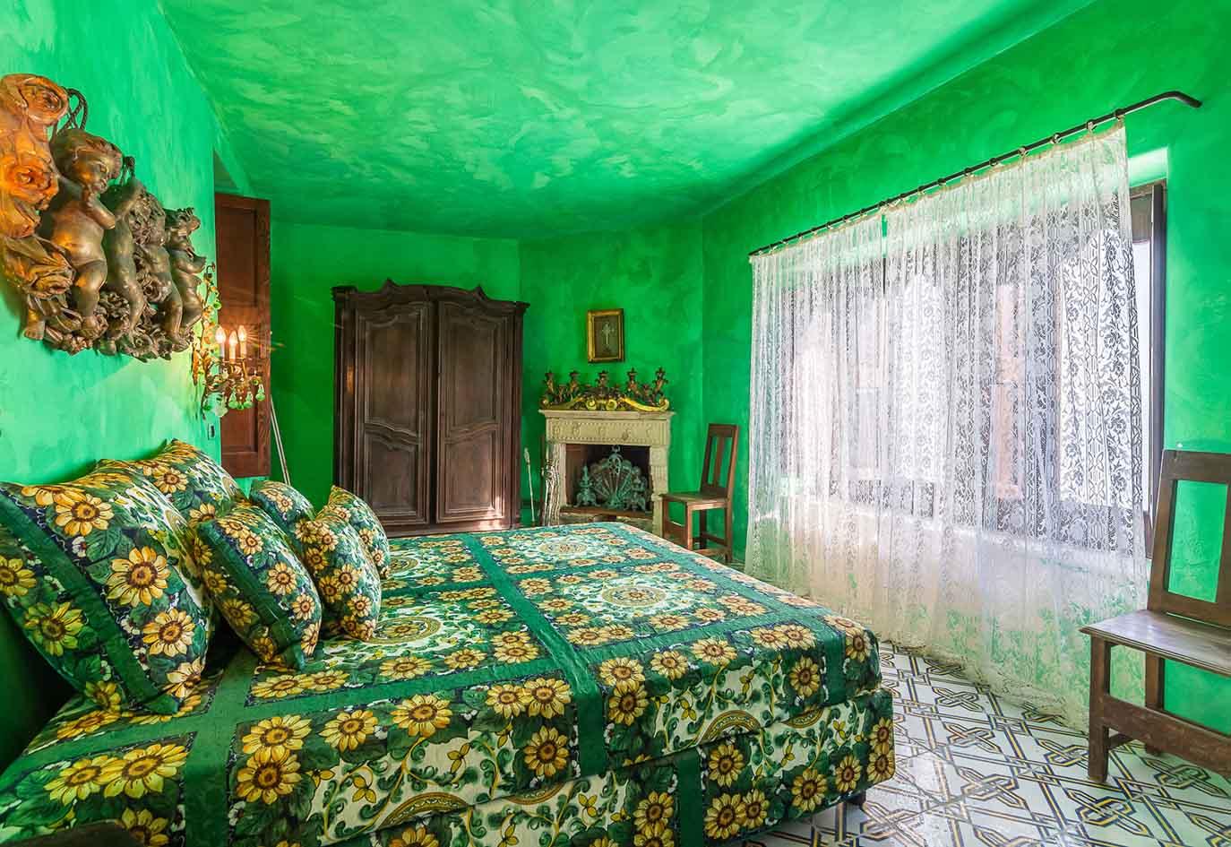 camera da letto villa dolce e gabbana stromboli