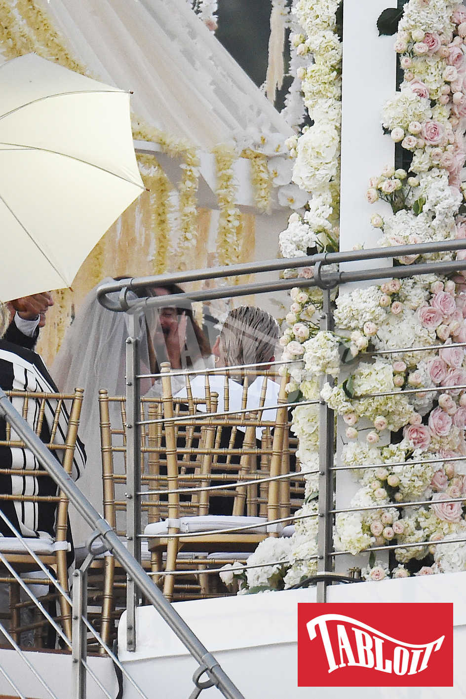 Heidi Klum e Tom Kaulitz si baciano durante la cerimonia