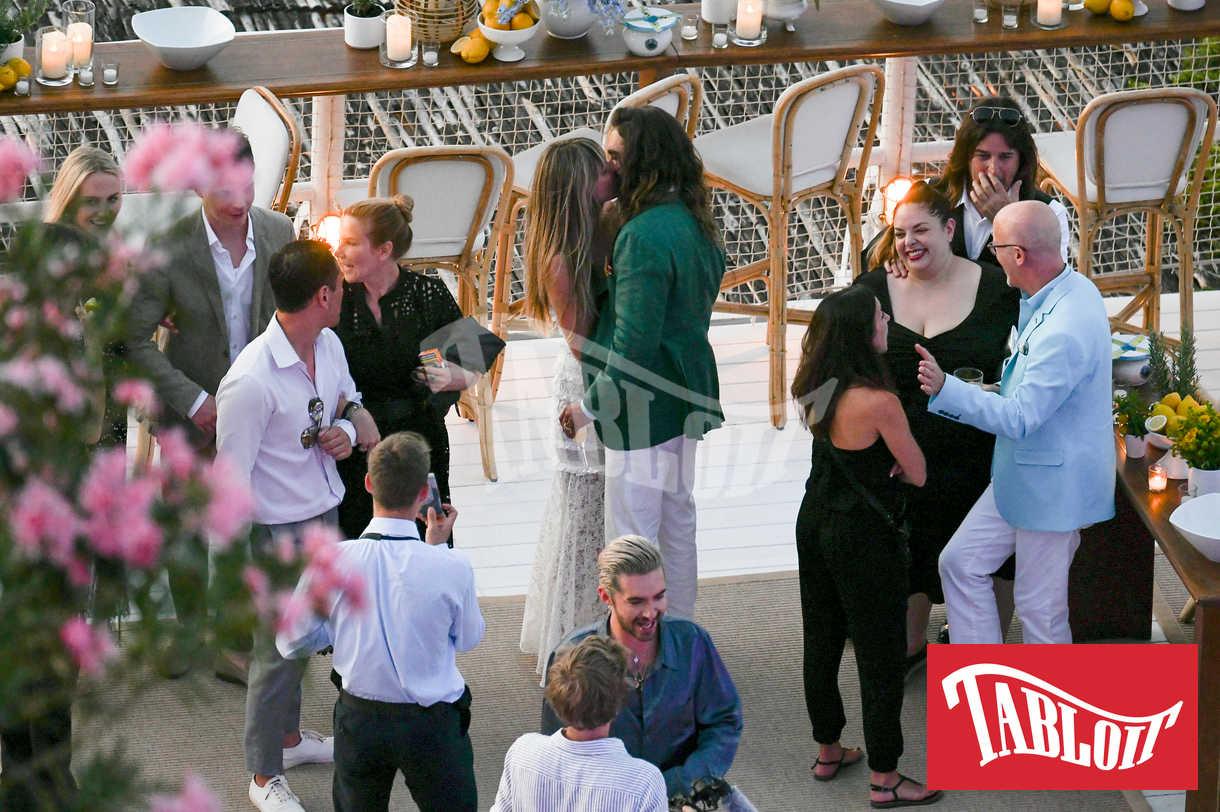 Heidi Klum e Tom Kaulitz durante la festa prima delle nozze al ristorante Il Riccio di Capri