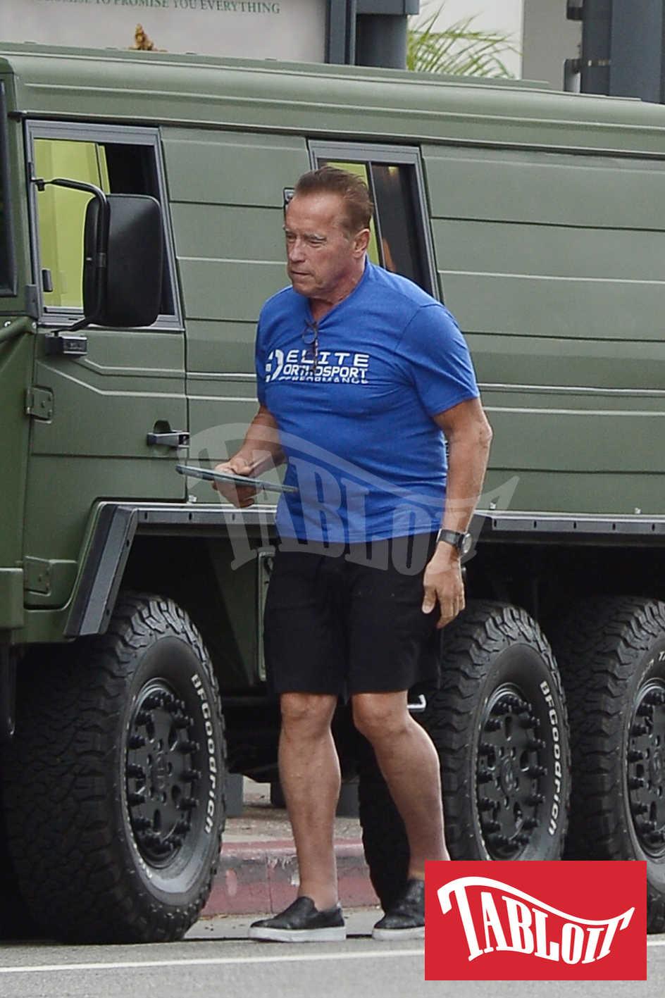 Il nuovo camion militare a 6 ruote di Arnold Schwarzenegger