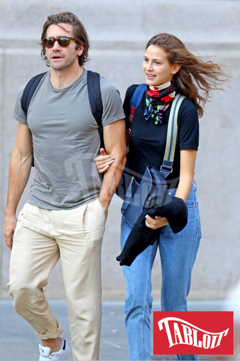 Jake Gyllenhaal e Jeanne Cadieu durante una romantica passeggiata per le strade di New York