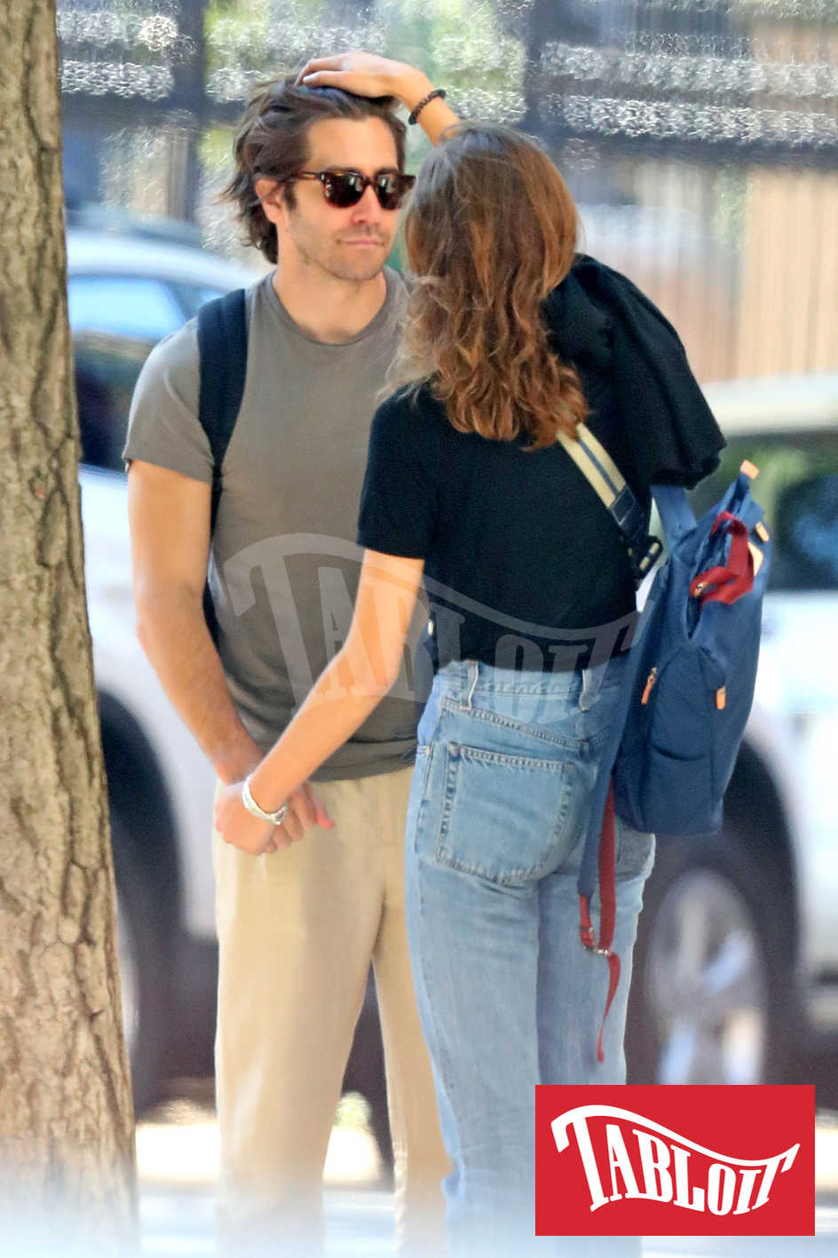 Un gesto di tenerezza tra Jake Gyllenhaal e Jeanne Cadieu
