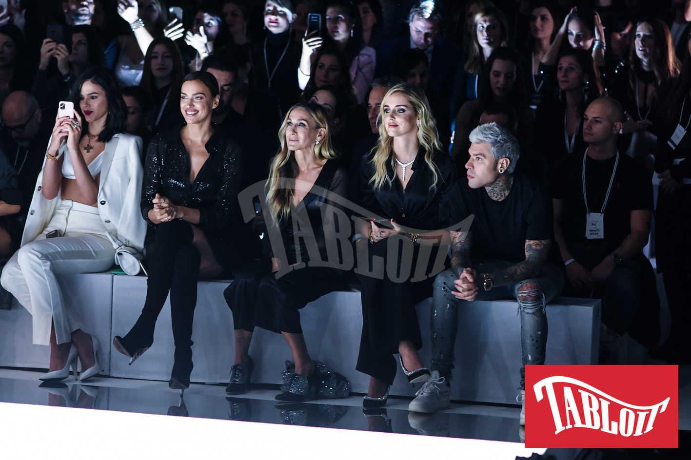 Irina Shayk, Sarah Jessica Parker, Chiara Ferragni e Fedez alla sfilata di intimissimi
